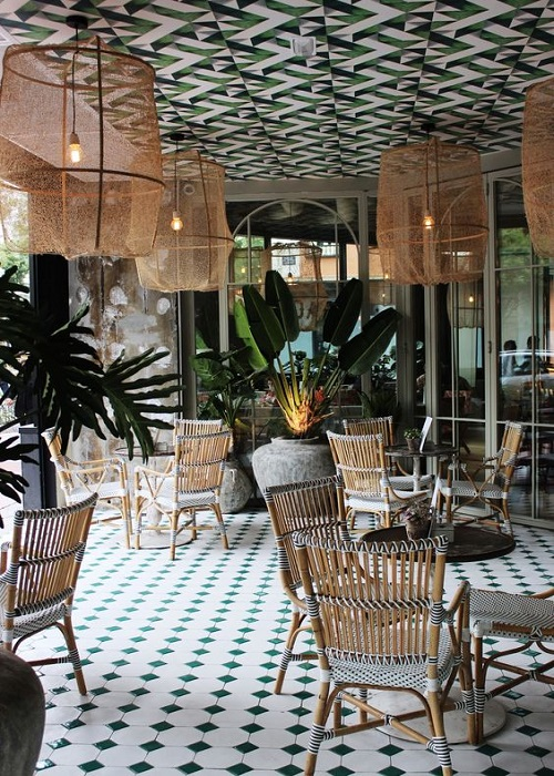Trang trí bằng gạch bông cổ điển cho quán cà phê sang trọng