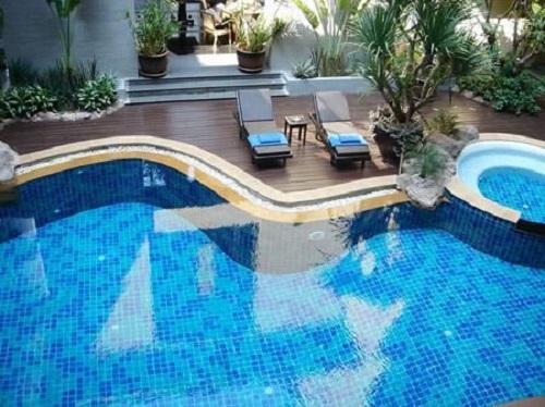 Gạch mosaic thủy tinh màu xanh thích hợp cả bể bơi trong nhà