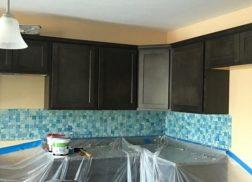 Gạch mosaic màu xanh ốp bếp