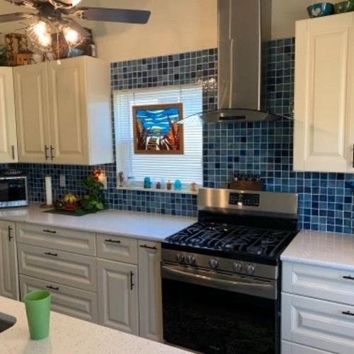 Trang trí bằng Gạch mosaic màu xanh cho phòng bếp vẻ đẹp nổi bật