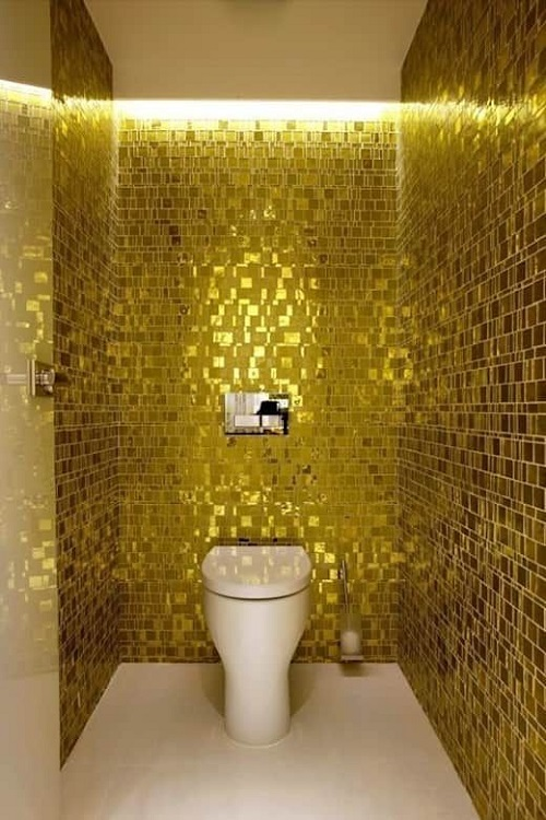Gạch mosaic thủy tinh màu vàng cho phòng vệ sinh như một bức tranh