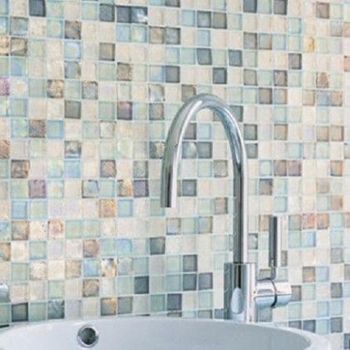 Gạch mosaic màu xanh cho tường bếp đẹp lung linh
