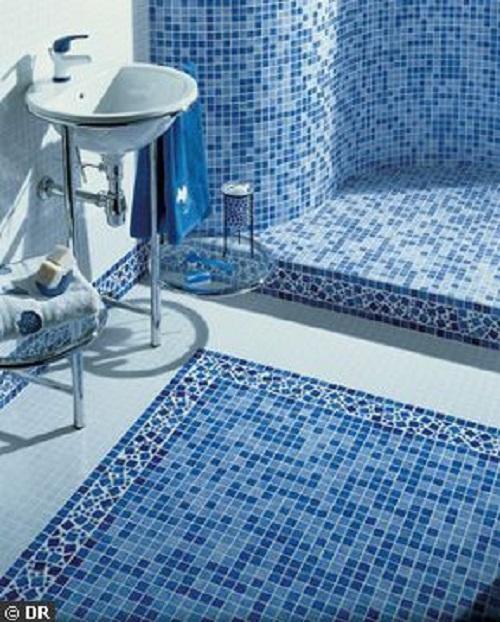 Gạch mosaic thủy tinh màu xanh cho phòng vệ sinh đẹp