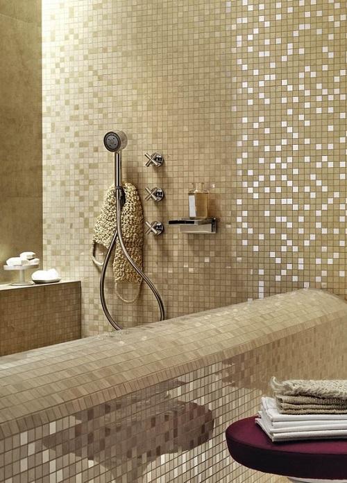 Trang trí bằng Gạch mosaic thủy tinh màu vàng cho phòng vệ sinh sang trọng