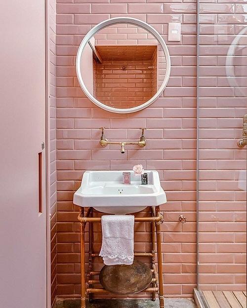 Trang trí bằng Gạch thẻ màu hồng cho phòng vệ sinh vẻ đẹp nổi bật