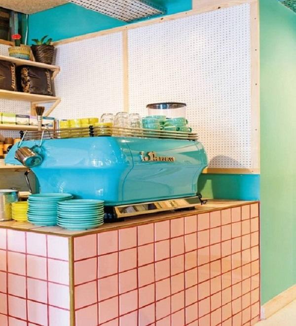 Gạch thẻ màu hồng cho quán cà phê sạch sẽ