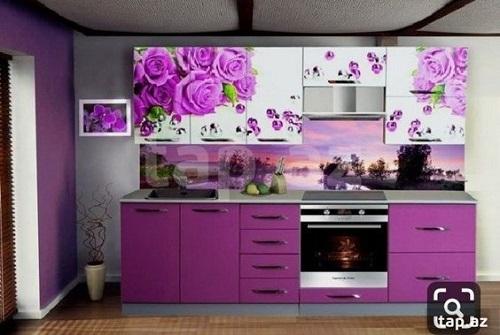 Gạch thẻ màu tím tạo ra nét dịu dàng cho phòng bếp