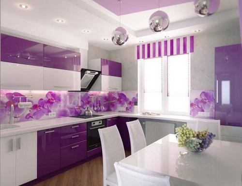 Gạch thẻ màu tím cho phòng bếp mang lại cảm giác thư giãn và mát