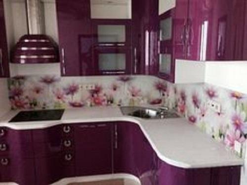 Trang trí phòng bếp bằng Gạch thẻ màu tím