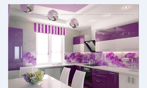 Gạch thẻ màu tím cho phòng bếp nổi bật tràn ngập ánh sáng.