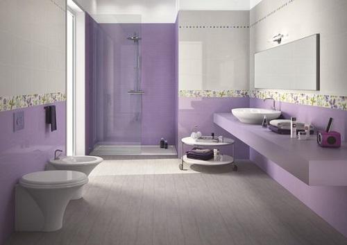 Gạch thẻ màu tím cho phòng vệ sinh như một bức tranh