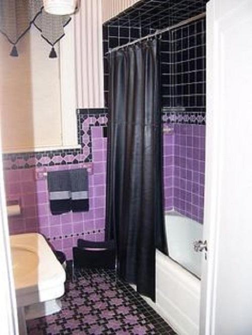 Trang trí bằng Gạch thẻ màu tím cho phòng vệ sinh sạch sẽ