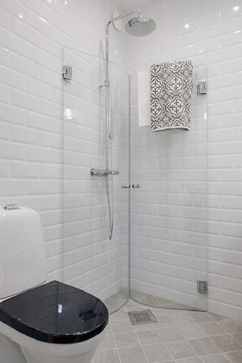 Gạch thẻ màu trắng cho phòng vệ sinh độc đáo và tinh tế