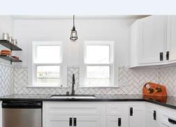 Trang trí bằng Gạch thẻ màu trắng cho phòng bếp dễ dọn dẹp