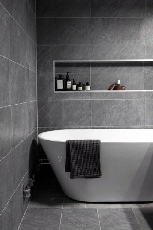 Gạch thẻ màu xám cho phòng vệ sinh tạo cảm giác dễ chịu, tươi mát.