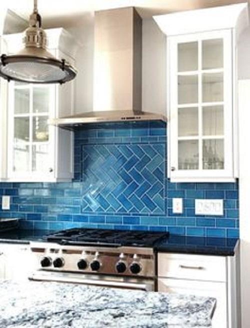 Gạch thẻ màu xanh cho tường bếp đẹp lung linh