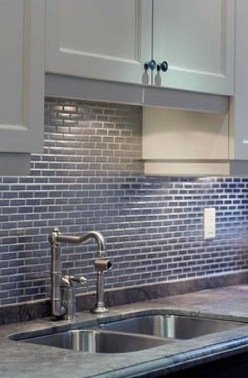 Gạch thẻ màu xanh cho tường bếp vẻ đẹp tôn quý