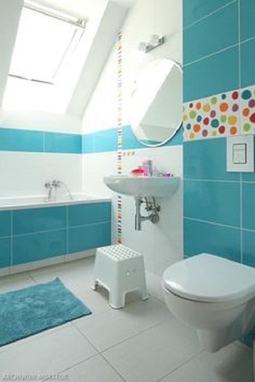 Trang trí bằng Gạch thẻ màu xanh cho phòng vệ sinh dễ dọn dẹp