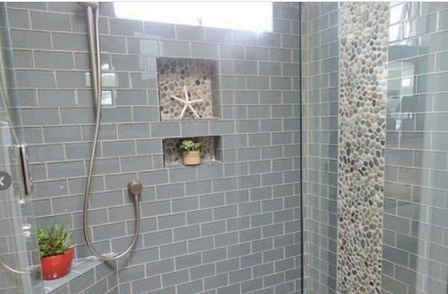 Gạch thẻ màu xám cho phòng vệ sinh giúp tăng thêm nét nổi trội, nâng lên sự sang trọng