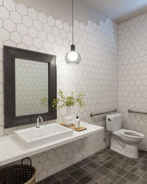 Trang trí bằng Gạch lục giác màu trắng cho phòng vệ sinh dễ dọn dẹp