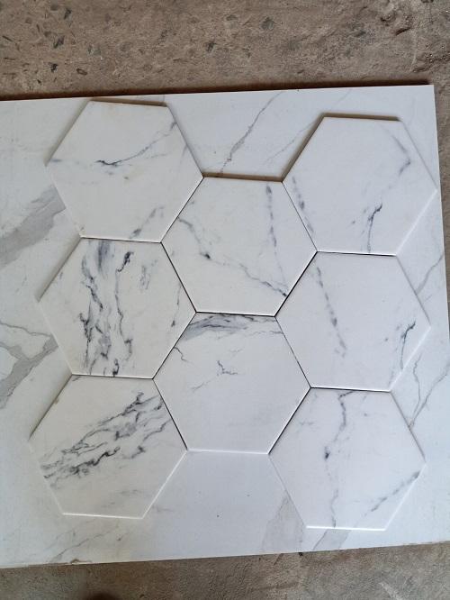 Gạch lục giác màu trắng cho phòng vệ sinh tạo cảm giác dễ chịu, tươi mát.