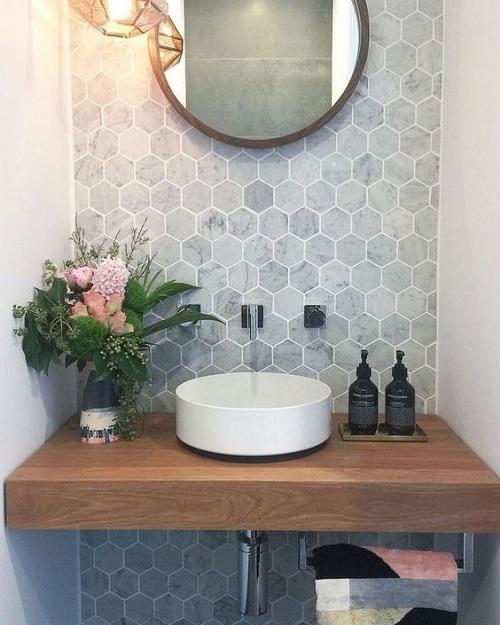 Trang trí bằng Gạch lục giác màu xám cho phòng vệ sinh dễ lau dọn