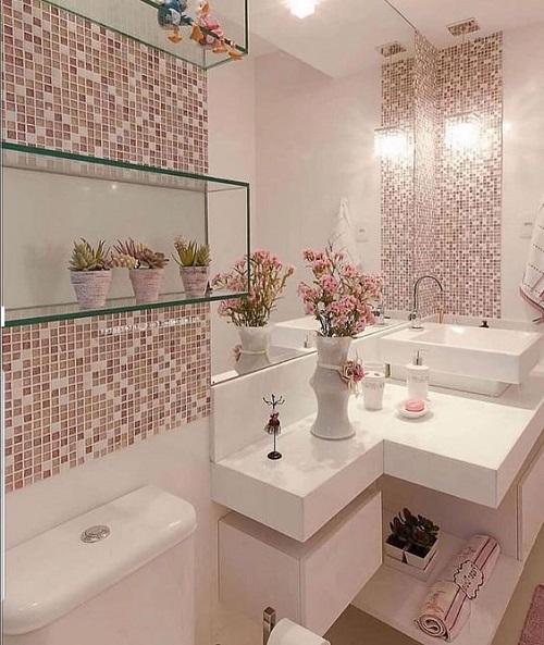 Gạch mosaic màu hồng ốp tường giúp bắt sáng tốt, lại vệ sinh lau chùi rất dễ dàng