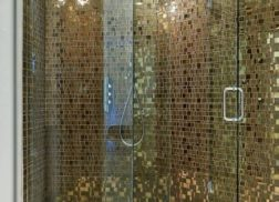Gạch mosaic thủy tinh màu vàng hợp với những người thích phong cách cổ điển