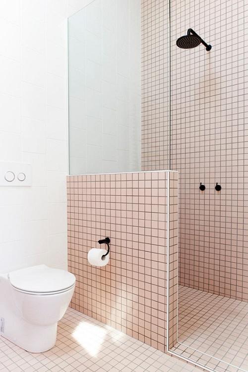 Gạch thẻ màu hồng cho phòng vệ sinh thêm vẻ tôn quý và sang trọng