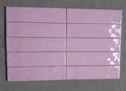 Gạch thẻ màu hồng cho phòng vệ sinh ấn tượng