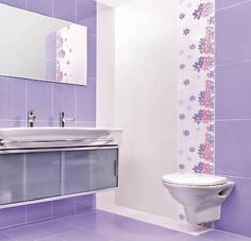 Gạch thẻ màu tím cho phòng vệ sinh tạo cảm giác dễ chịu, tươi mát.
