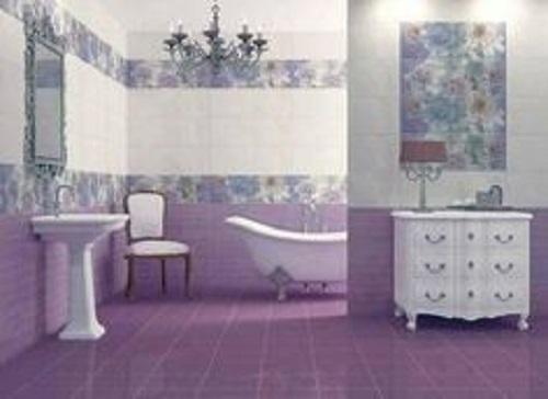 Gạch thẻ màu tím giúp làm nổi bật phòng vệ sinh