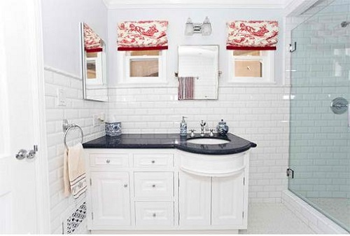 Trang trí bằng Gạch thẻ màu trắng cho phòng vệ sinh sạch sẽ