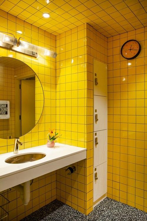 Gạch thẻ màu vàng phòng vệ sinh mang phong cách nổi bật