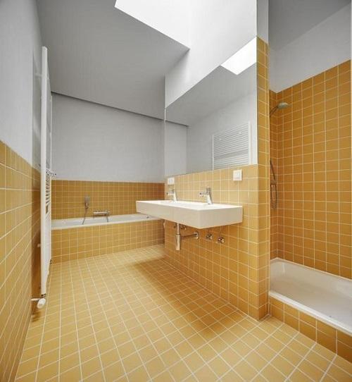Gạch thẻ màu vàng cho phòng vệ sinh vừa sạch đẹp, vừa có nét thu hút rất riêng