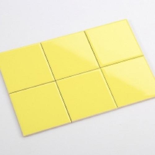 Trang trí bằng Gạch thẻ màu vàng cho phòng vệ sinh dễ lau dọn