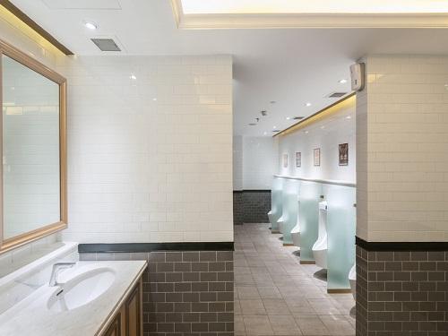 Gạch thẻ màu xám cho phòng vệ sinh thêm vẻ tôn quý và sang trọng