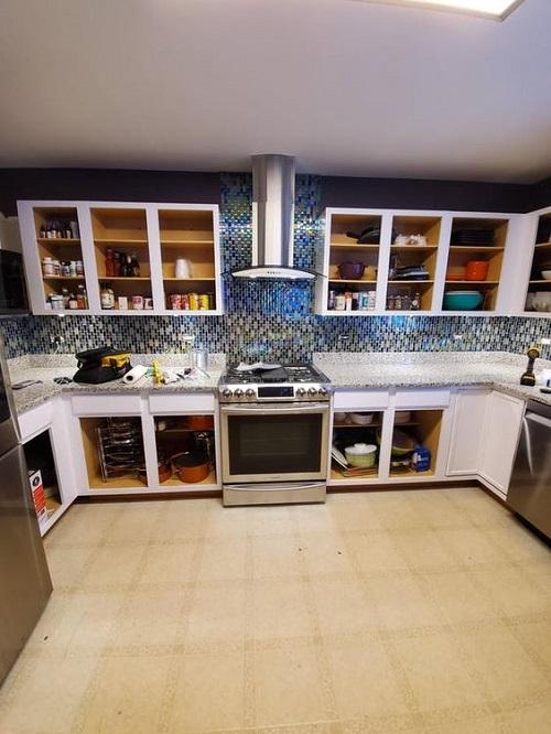 Trang trí bằng Gạch mosaic thủy tinh màu xanh cho phòng bếp thân thiện