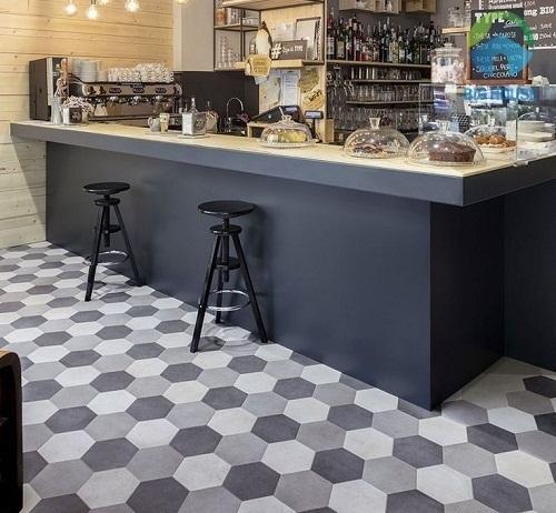Gạch lục giác màu xám cho quán cà phê đảm bảo tính thẩm mỹ