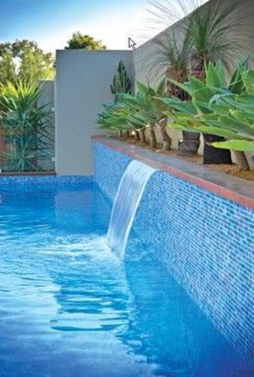 Gạch mosaic thủy tinh màu xanh góp phần tạo nên vẻ đẹp lung linh