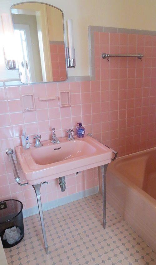 Gạch thẻ màu hồng cho phòng vệ sinh lịch sự