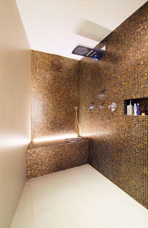 Trang trí bằng Gạch mosaic thủy tinh màu vàng cho phòng vệ sinh vẻ đẹp nổi bật