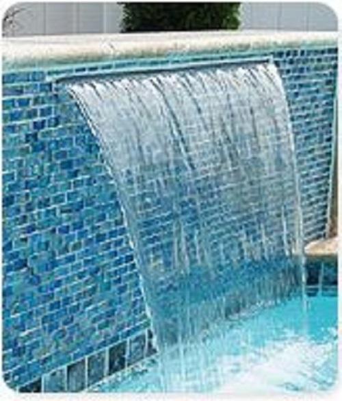 Gạch mosaic thủy tinh màu xanh được xem như lớp áo