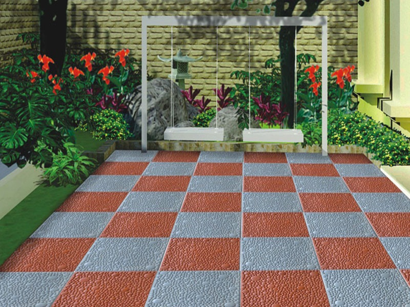 Nhiều gia đình sử dụng sân thượng để trồng hoa cỏ, rau xanh, hoặc đặt thêm một bộ bàn trà làm nơi thư giãn, nghỉ ngơi, trò chuyện