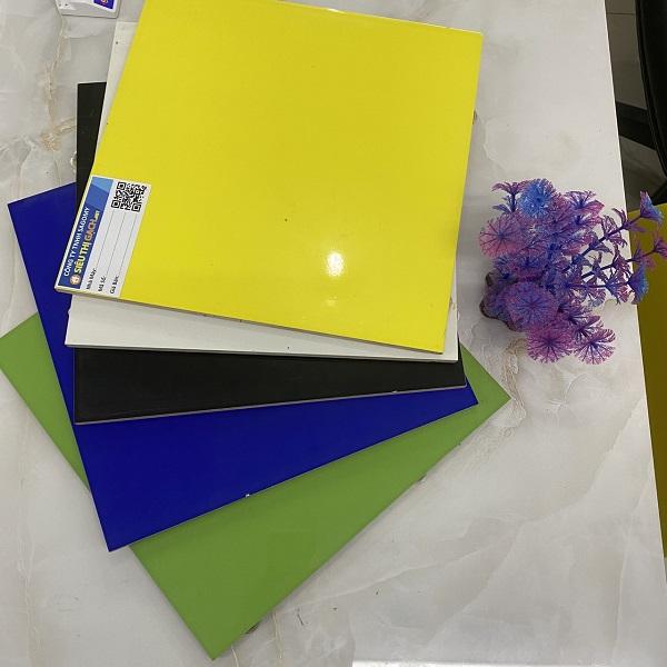 5 Mẫu Gạch Ốp Tường 30×30 Cm Màu Vàng – Màu Xanh Lá – Màu Đen