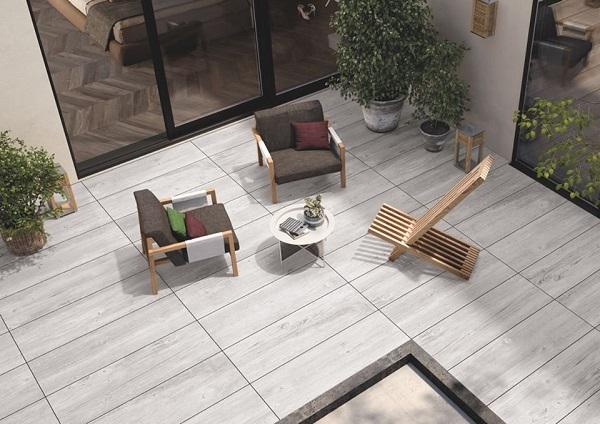 Người dùng dành sự quan tâm đến việc lựa chọn gạch lát nền sân thượng