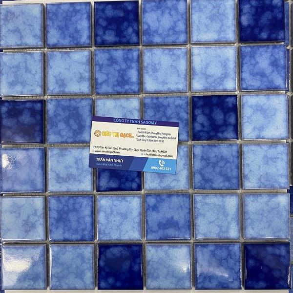 gach mosaic mau xanh da troi gom men ran
