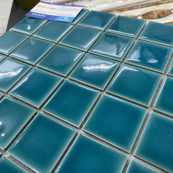 gach mosaic mau xanh ngoc ran cao cap op tuong phong ve sinh