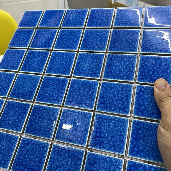gach gom mau xanh dam 4.8x4.8 cm mosaic