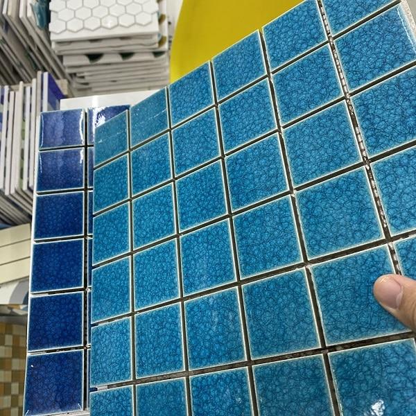 gach mosaic ho boi mau xanh ngoc men ran